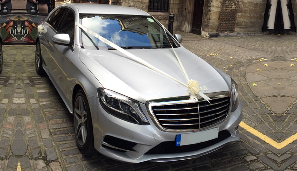 Mercedes S Class decorated with the wedding ribbons and bows
